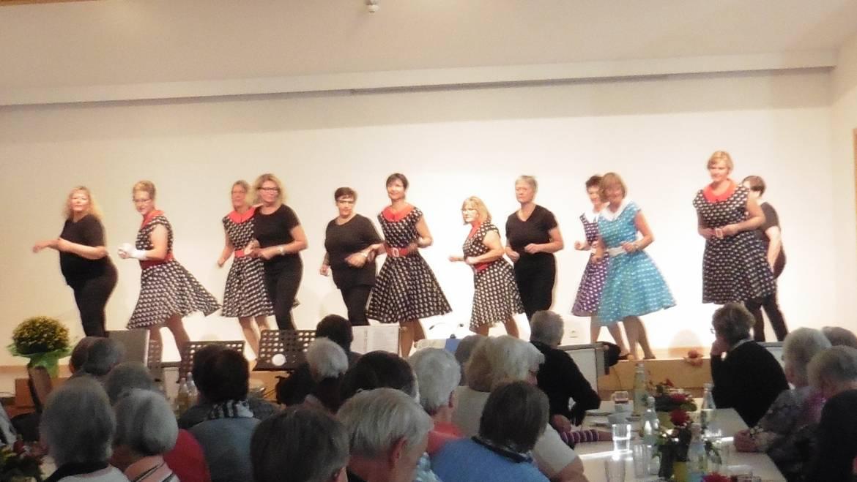 Modern Line Dance Vorführung bei Seniorennachmittag in Großbettlingen