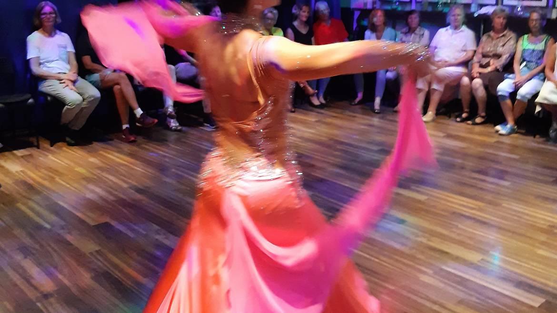 """Zahlreiche Tanzbegeisterte bei der ersten """"Modern Line Dance-Party"""" im Kulturforum Metzingen"""