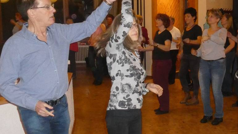 Es darf wieder getanzt werden – für Paare, Modern Line Dance, Hiphop, Kindertanz und Zumba